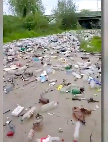 riviere dechets roumanie