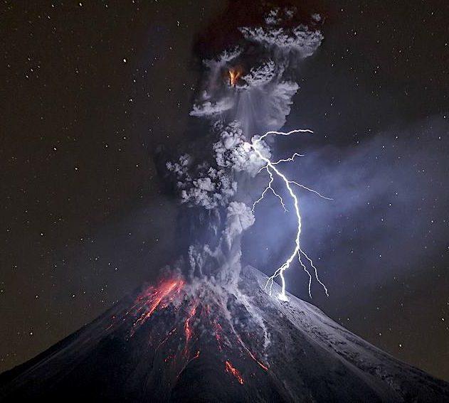 volcan eruption orage