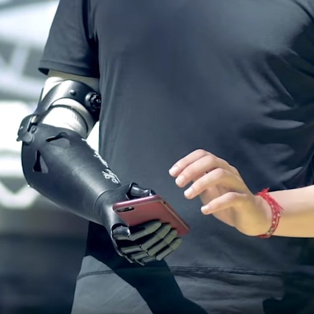 bras robotique controle mental sans implant