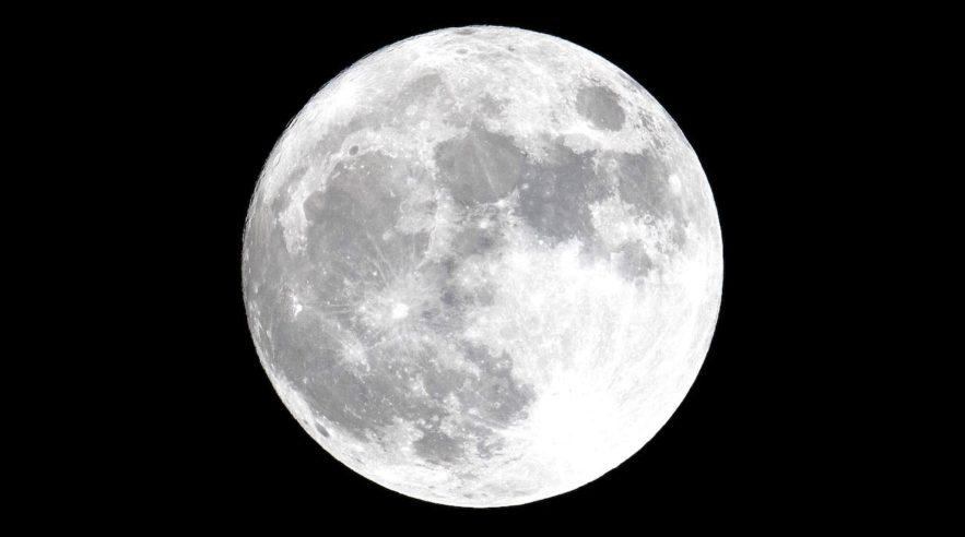 lune mysterieux flash lumineux