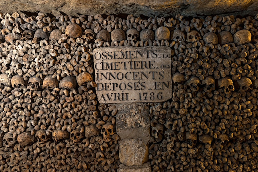 restes cimetieres innocents catacombes paris
