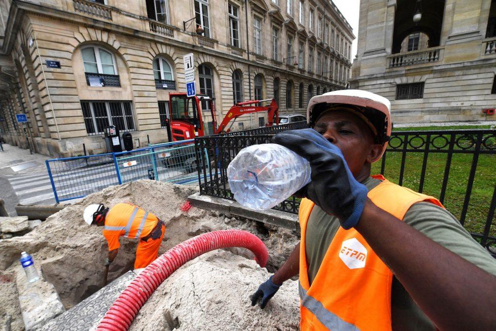 travailleur boit eau bordeaux juin 2019