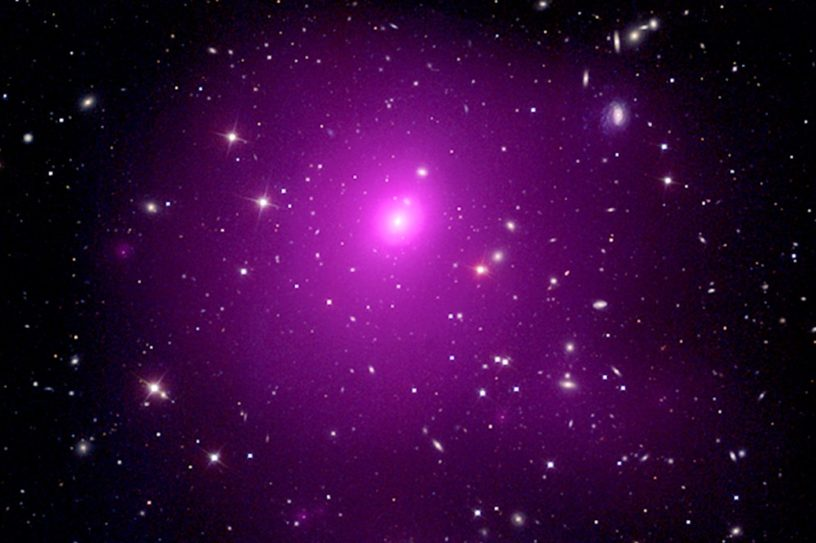 trou noir supermassif 40 milliards masses solaires abell 85 amas galactique