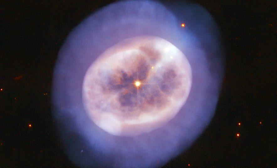 hubble nebuleuse NGC 2022 forme meduse