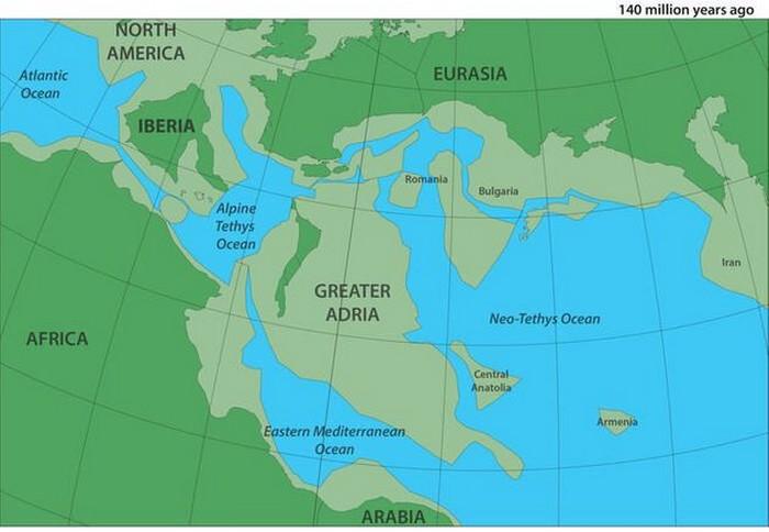 RECHERCHE DE VAN HINSBERGEN Il y a environ 140 millions d'années, la région métropolitaine d'Adria - qui a ensuite été envahie par le sud de l'Europe - était une masse continentale de la taille du Groenland (parties submergées en gris-vert) au sud du continent.