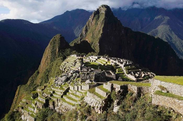 Les géologues ont peut-être enfin résolu le secret de l'étrange et unique emplacement de Machu Picchu ! (vidéo sur Bidfoly.com) By Stéphanie Schmidt Macchu-pichu