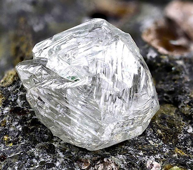 nouveau mineral decouvert dans diamant