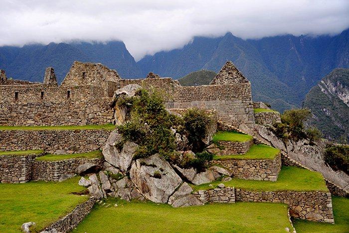 Les géologues ont peut-être enfin résolu le secret de l'étrange et unique emplacement de Machu Picchu ! (vidéo sur Bidfoly.com) By Stéphanie Schmidt Pierre-macchu-picchu