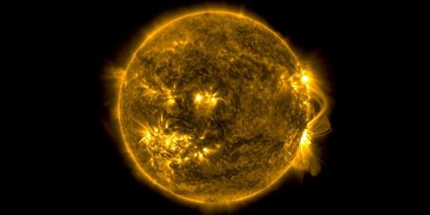 soleil champ magnetique