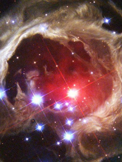 V838 Hubble remanent explosion stellaire