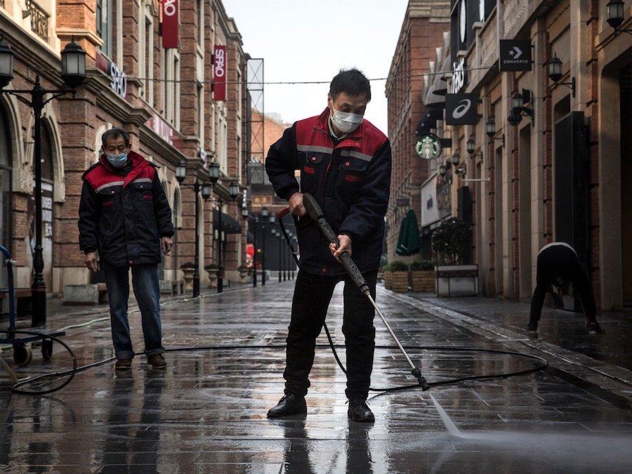 coronavirus nettoyage rues wuhan