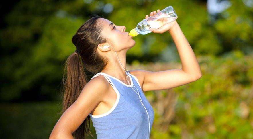 quelle quantite eau boire quotidiennement pour etre en forme