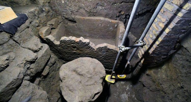 """Le mystère de Romulus : des archéologues auraient découvert le probable tombeau du """"père fondateur de Rome"""" By Stéphanie Schmidt Rome-romulus-750x400"""