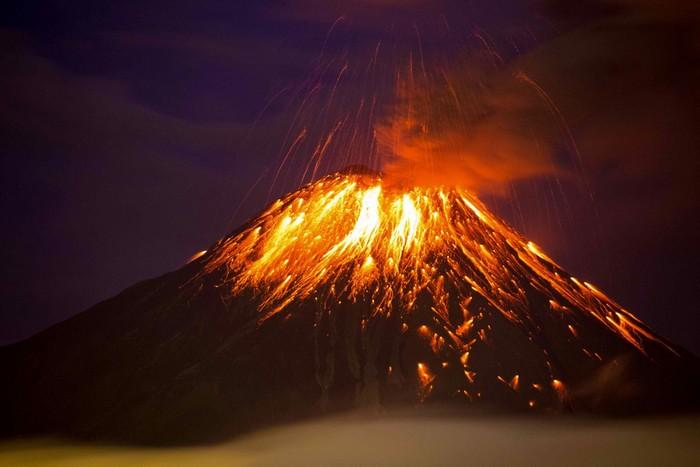 tungurahua volcan cratere eruption effondrement magma lave