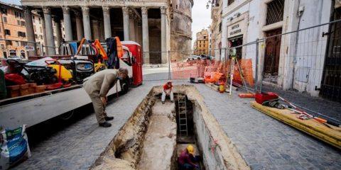 gouffre rome effondrement pavés panthéon