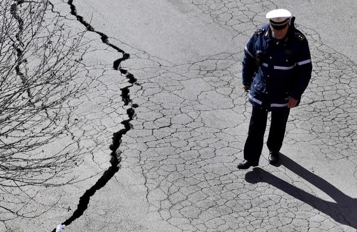 pave rome gouffre effondrement