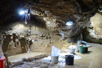 grotte bulgarie dent outils objets artefacts pierre ossement os homo sapiens