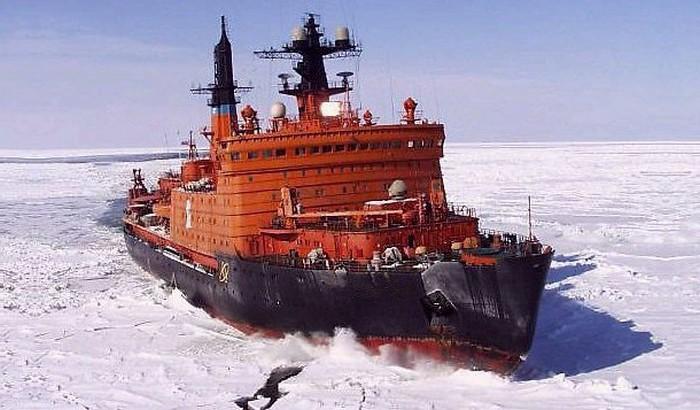 navire arctique brise glace
