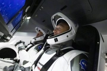 astronautes nasa spacex crew dragon retour terre iss station spatiale internationale blague telephonique telephone satellite