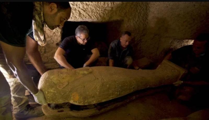 découverte cercueils saqqara égypte