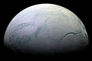 images infrarouge Cassini révèlent glace fraîche hémisphère nord Encelade couv