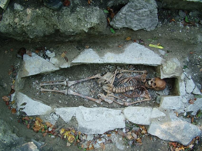 squelette femme Viking Suède Kata expédition famille