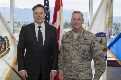 SpaceX armée américaine fusée arme charge utile monde couv