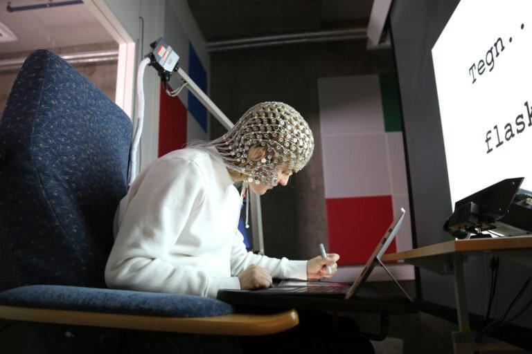 comparaison écriture clavier dessin cerveau