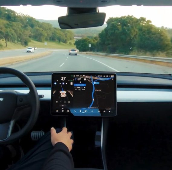 pilotage automatique tesla full self-driving