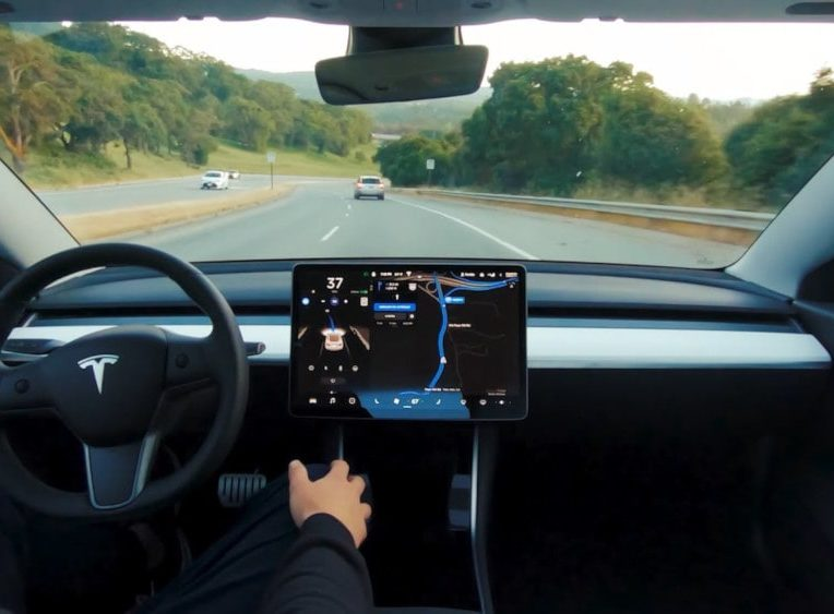 pilotage automatique tesla full self-driving