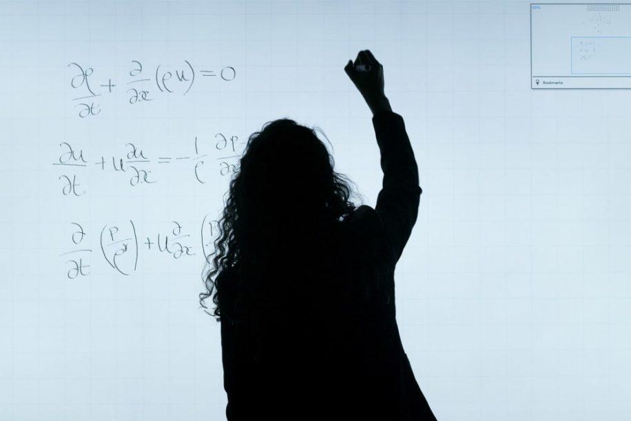 résolution équations apprentissage profond IA