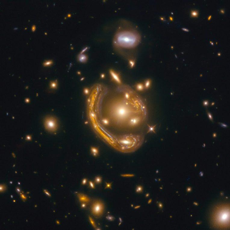 anneau fusion amas galaxies