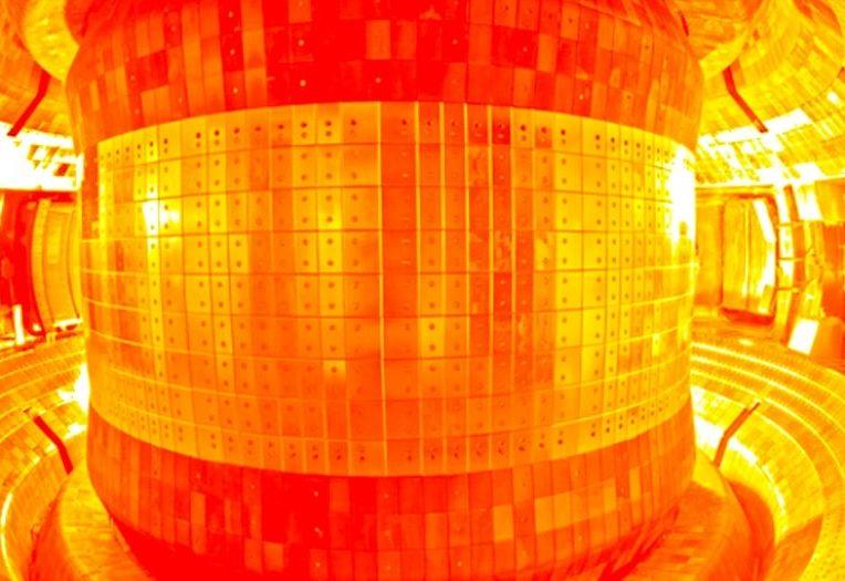 chine vient allumer soleil artificiel