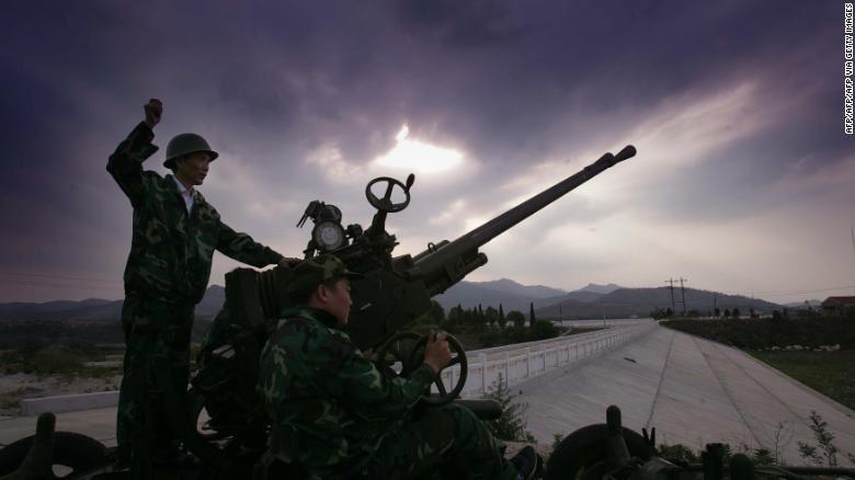 militaires chinois roquettes ensemencement nuages