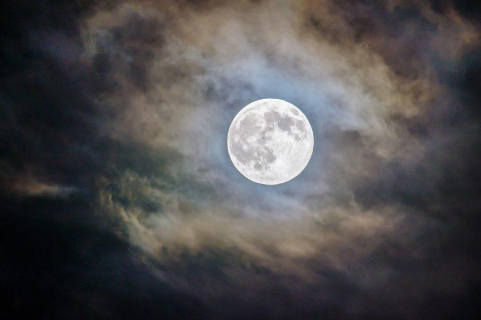 pleine lune influence sommeil