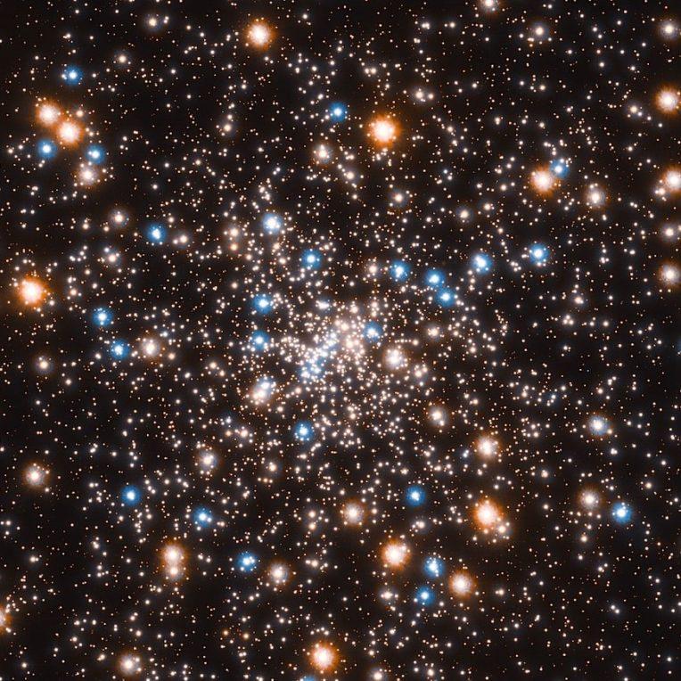 astronomes decouvrent amas trous noirs dans amas globulaire