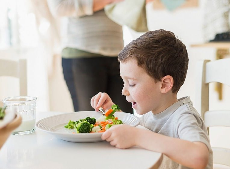 durant enfance regime alimentaire impacte durablement microbiome