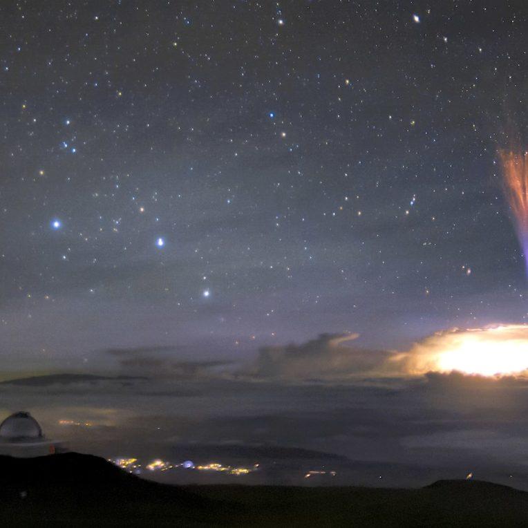 etonnants sprites rouges bleus photographies simultanement ciel hawaii