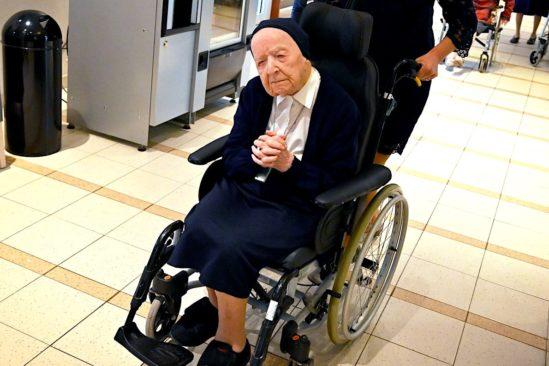 personne plus agee europe guerit covid-19