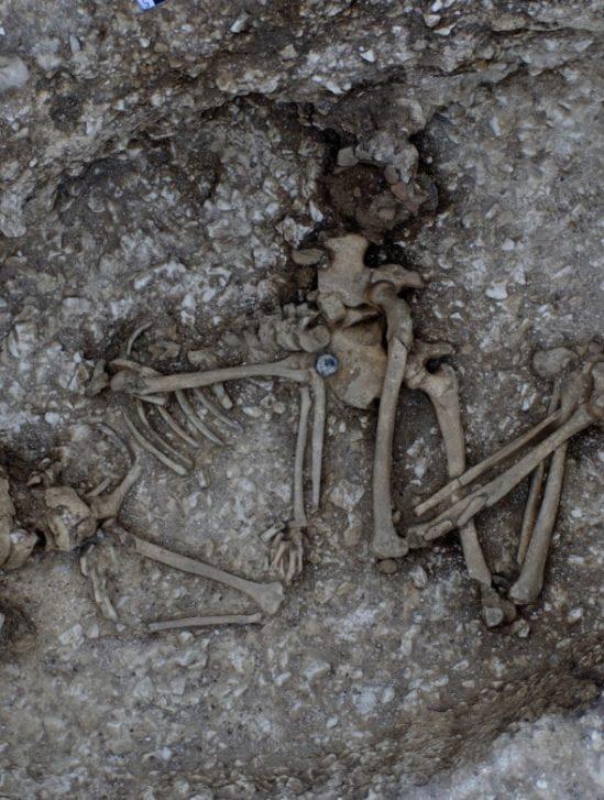 tombes fouilles tunnel stonehenge