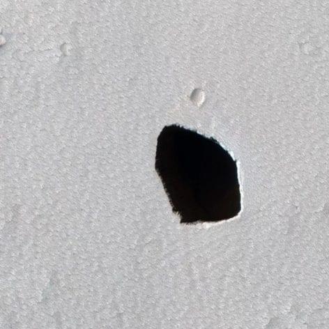 trou mystérieux Mars