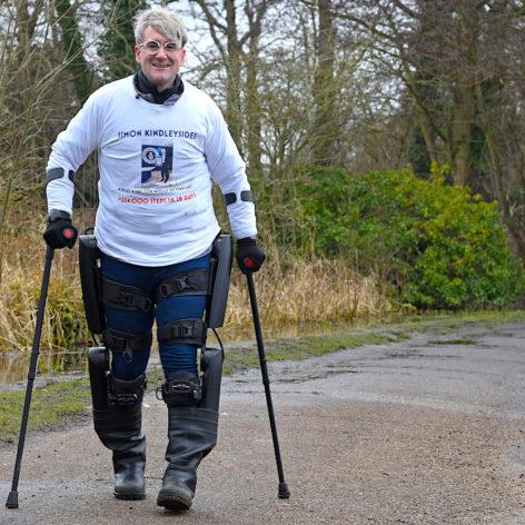 homme paraplegique parcourt 180 kilometres grace exosquelette motorise