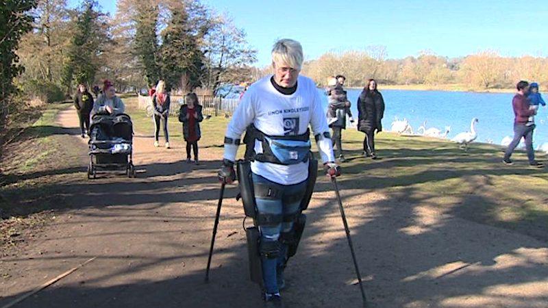 homme paraplegique parcourt kilometres exosquelette