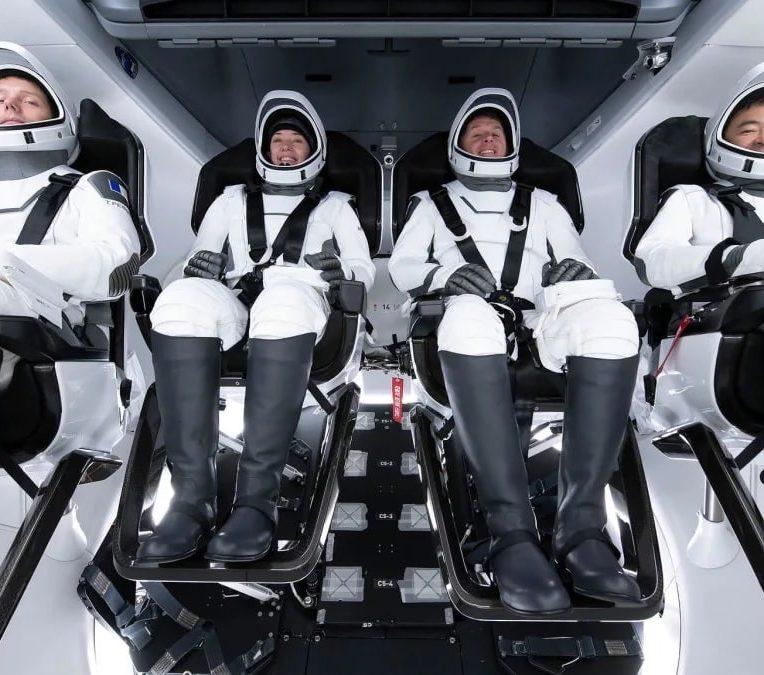 arrivee mission crew2 iss voyage agite