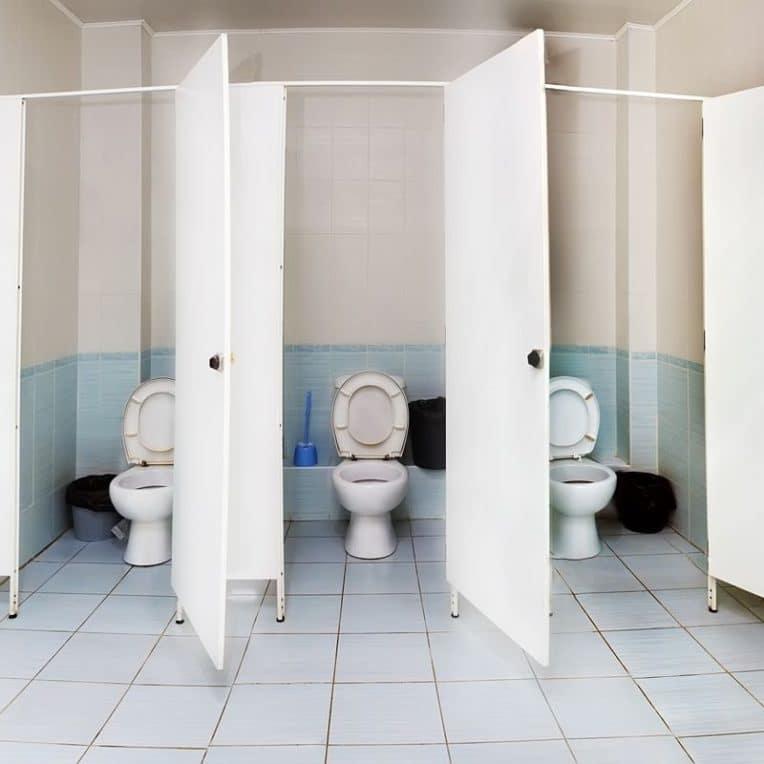 toilettes publiques milliers gouttelettes expulsees chasse eau