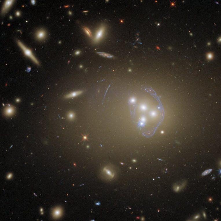 hubble capture epoustouflante photo amas galactique abell 3827