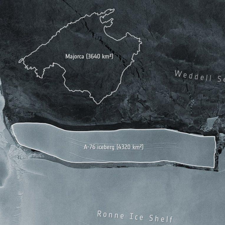 velage gros iceberg antarctique