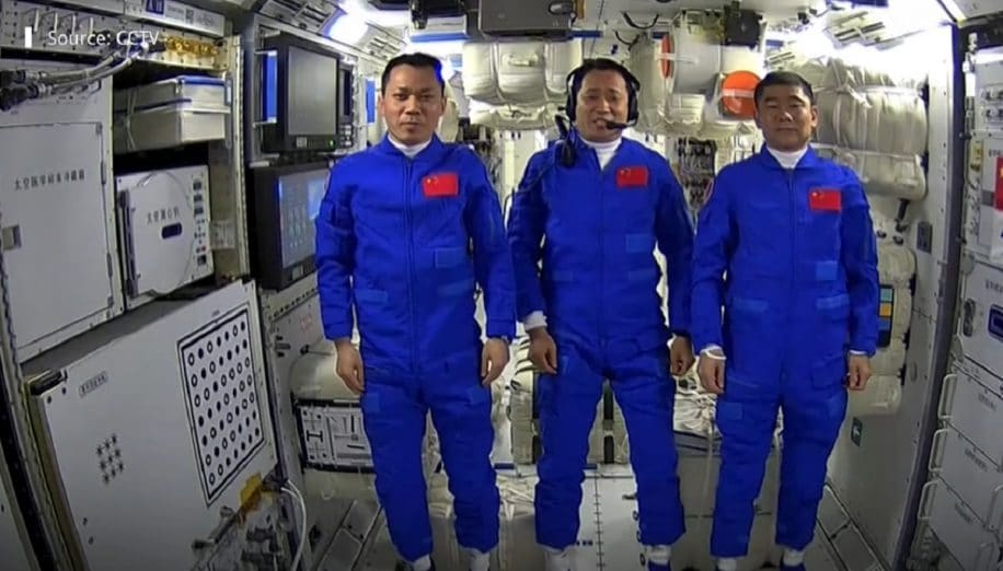 astronautes mission shenzhou investissent station spatiale tiangong3