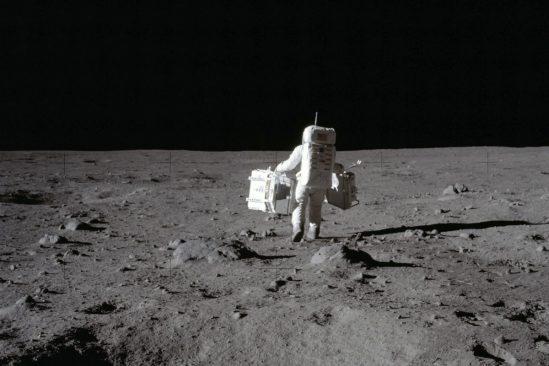 combien temps astronaute marcher autour lune