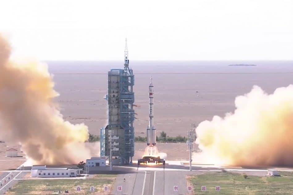 decollage reussi pour astronautes chinois station spatiale tiangong